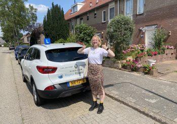 Janneke gaat, met het Vinkje achter haar rijbewijs, naar Utrecht.